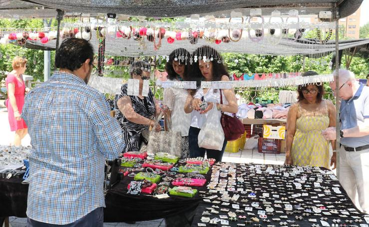 Primer día de mercadillo en Las Moreras