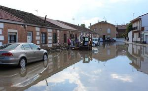 Una fuerte tromba de agua sorprende a los vecinos de Nava de la Asunción