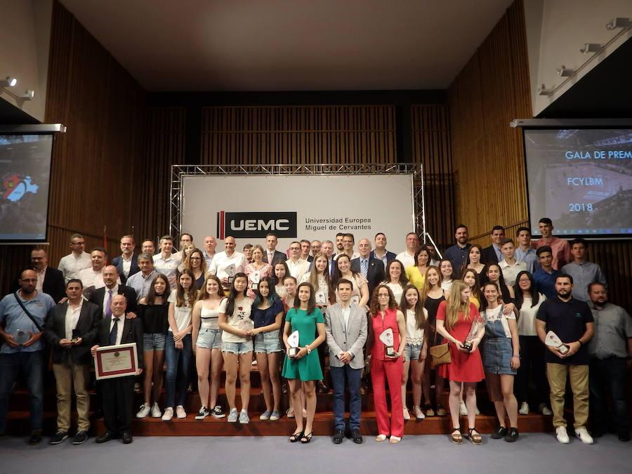 El balonmano regional entrega los premios a los mejores de la temporada