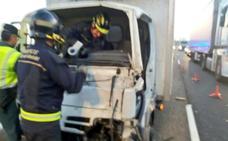 Herido tras colisionar un camión y una furgoneta en la A-62 a la altura de Pollos