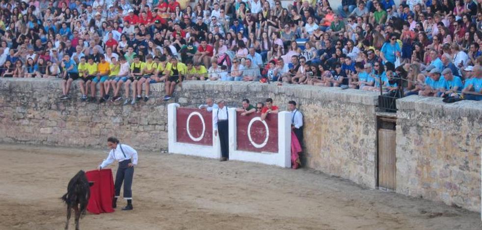 La becerrada benéfica de Rioseco recauda 6.000 euros para Adiseq