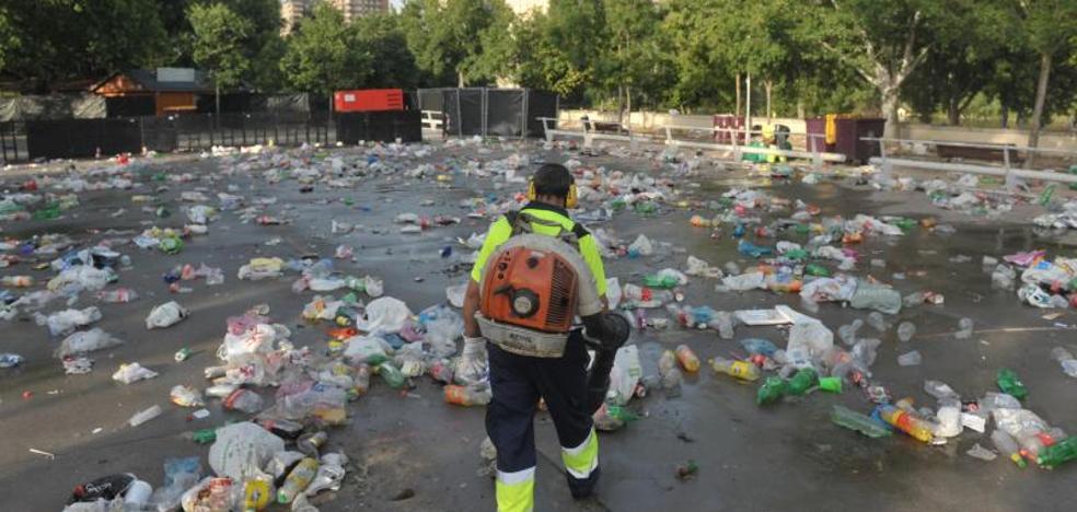 El Servicio de Limpieza retira más de 20 toneladas de residuos en Las Moreras tras la Noche de San Juan