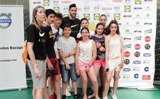 Rudy Fernández visita el campus de su hermana Marta en Carbajosa