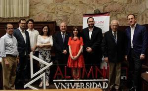 Paz Battaner y José María Gil-Robles, socios de honor de Alumni-USAL