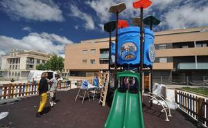 Parque de los Guzmanes estrena unas renovadas instalaciones infantiles