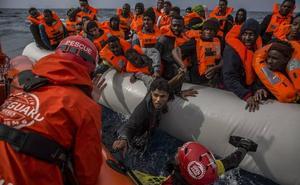 Colau ofrece Barcelona para acoger al millar de emigrantes que «van a la deriva»