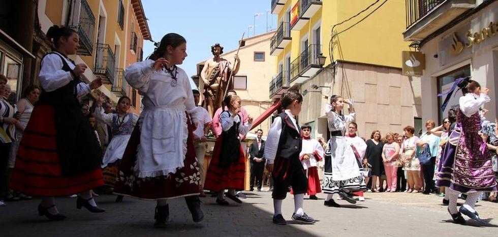 Rioseco celebra San Juan con toros y fuegos artificiales en la dársena del Canal de Castilla