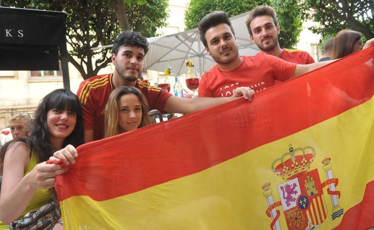 Los vallisoletanos contienen el aliento durante el España-Marruecos
