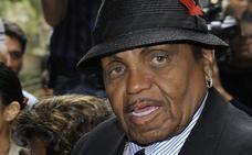 El padre de Michael Jackson dio órdenes para que no se informará de su salud a su familia