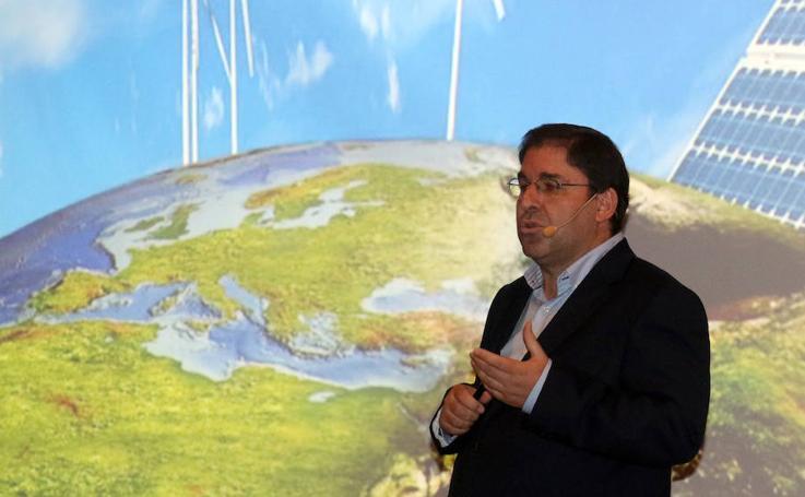 Amador Menéndez, en el Aula de Cultura de El Norte de Castilla
