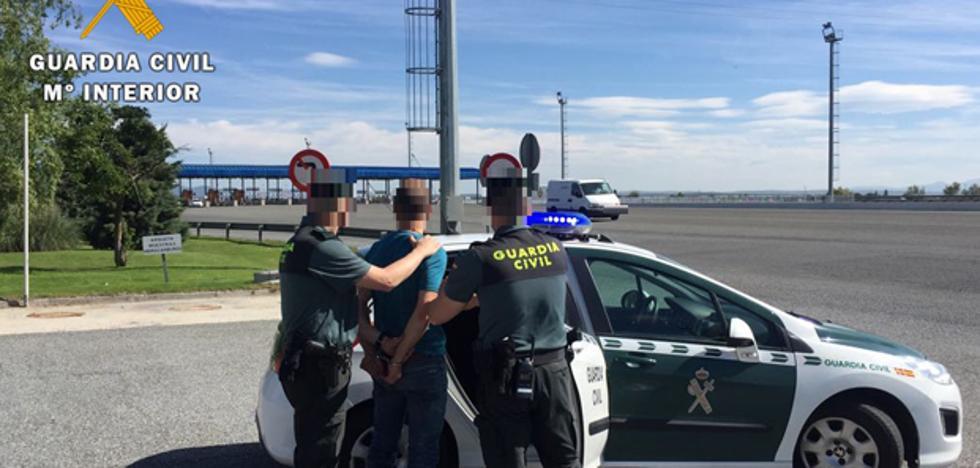 La Guardia Civil de Arévalo detiene a un hombre que transportaba droga desde Madrid al Norte