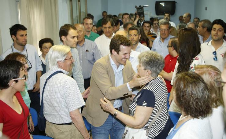 El candidato a la Presidencia del PP Pablo Casado se reúne con afiliados en Salamanca