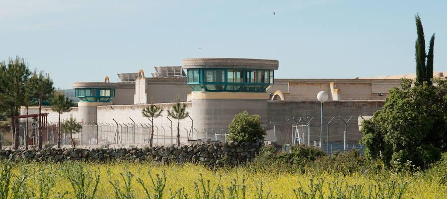 La madre de Urdangarin le visita en la prisión de Brieva