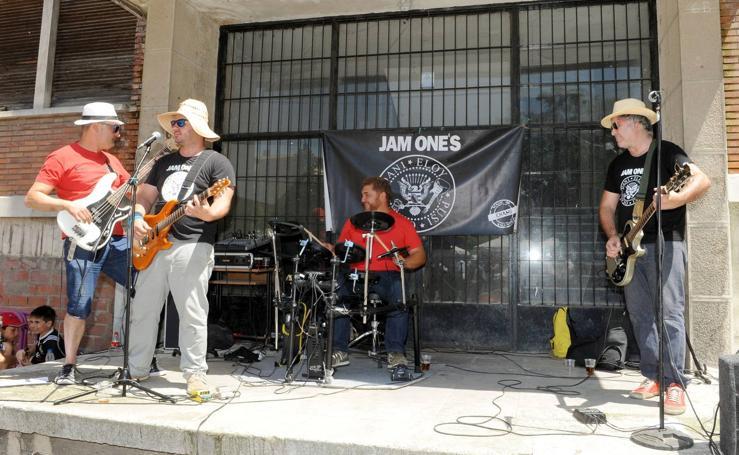 Actuación de The Jam Ones en el Colegio El Salvador de Valladolid