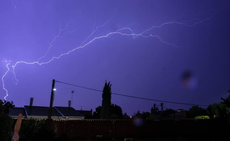 Tormenta eléctrica en Mojados