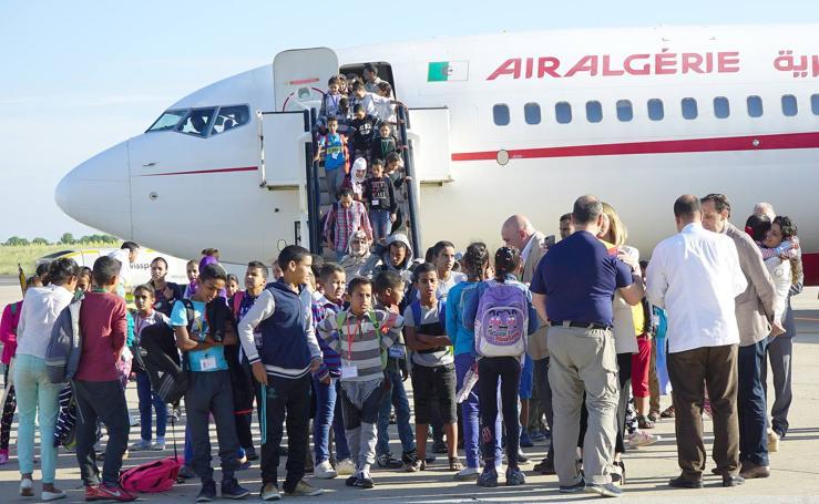 Llegada de los niños saharauis al aeropuerto de Valladolid