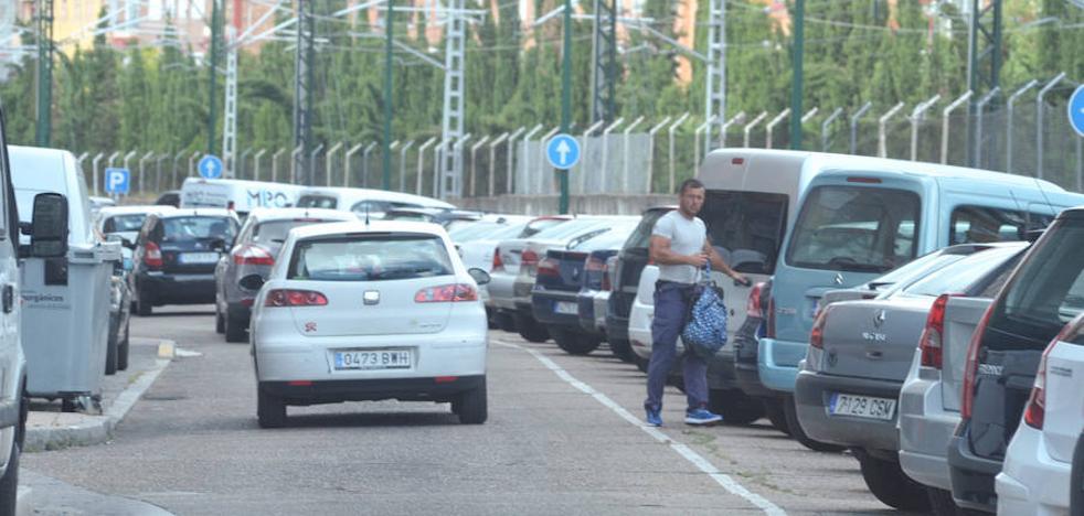 La calle La Vía será una zona de aparcamiento disuasorio