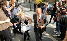 León de la Riva vuelve hoy al banquillo por el caso de la 'Comfort Letter'