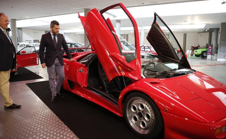 Exposición 'Rojo' de coches deportivos en el Museo de Automoción deSalamanca