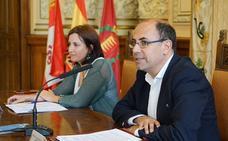 El Ayuntamiento conciencia a comerciantes y hosteleros sobre limpieza y reciclaje y avisa de las sanciones