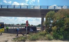 Cinco heridos en el vuelco de una furgoneta en la A 11 a la altura de Tudela de Duero