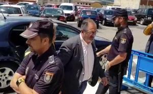 «Te quiero», el grito de aliento de la hija de Joaquín Llamas, detenido por posibles amaños de contratos públicos