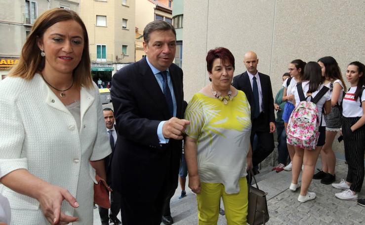 El ministro de Agricultura, Luis Planas inaugura un curso en Segovia