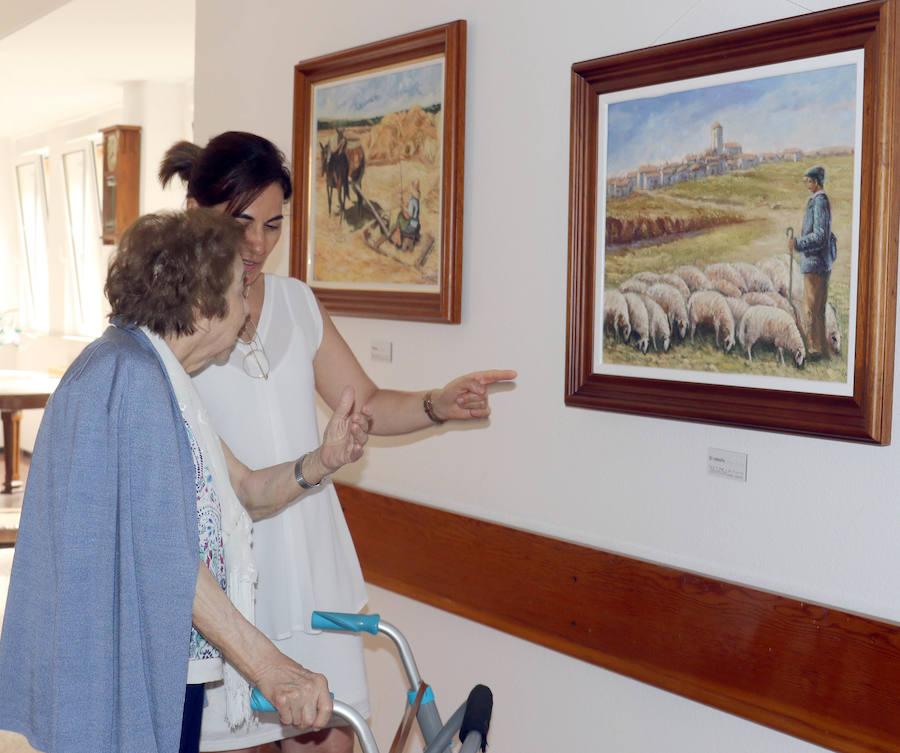 Una palentina de 91 años rememora en una exposición sus treinta años de creatividad