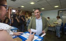Casado se impone a García Hernández en Ávila por 175 votos