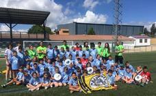 Los participantes del VIII Campus Multideportivo reciben la visita del Club Urracas Ultimate Salamanca