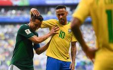 Guardado se acuerda de Neymar tras la eliminación de Brasil