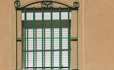 Denunciada en Valladolid la madre de un niño de dos años que tiró dos tablas de aglomerado por la ventana
