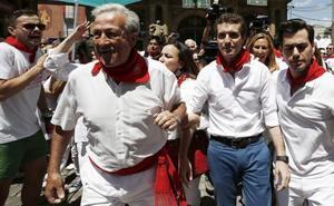 Pablo Casado, increpado en la plaza Consistorial de Pamplona: «Algunos batasunos quieren quitarnos la libertad»