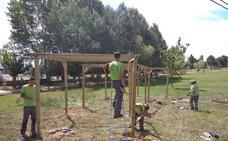 Los trabajos en el parque de La Dehesa incluyen el embellecimiento de la zona de La Fuente