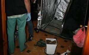Los agentes encontraron desnudo y con una de las víctimas a uno de los detenidos en Ávila por suministrar droga a menores