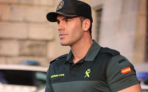 La Guardia Civil ataca de nuevo con otra foto de un guardia civil