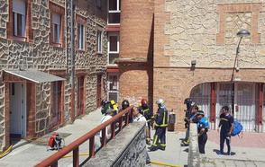 Los bomberos rescatan a una embarazada atrapada en el incendio de su casa en San Lorenzo