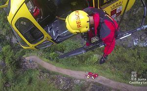 Vídeo: El helicóptero de Protección Civil rescata a un senderista la Ruta del Cares