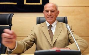El abulense Agustín González se niega a responder en la Comisión de las Cajas
