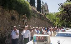 IE University y el turismo que llega en el Ave impulsan el ligero repunte en el sector del taxi