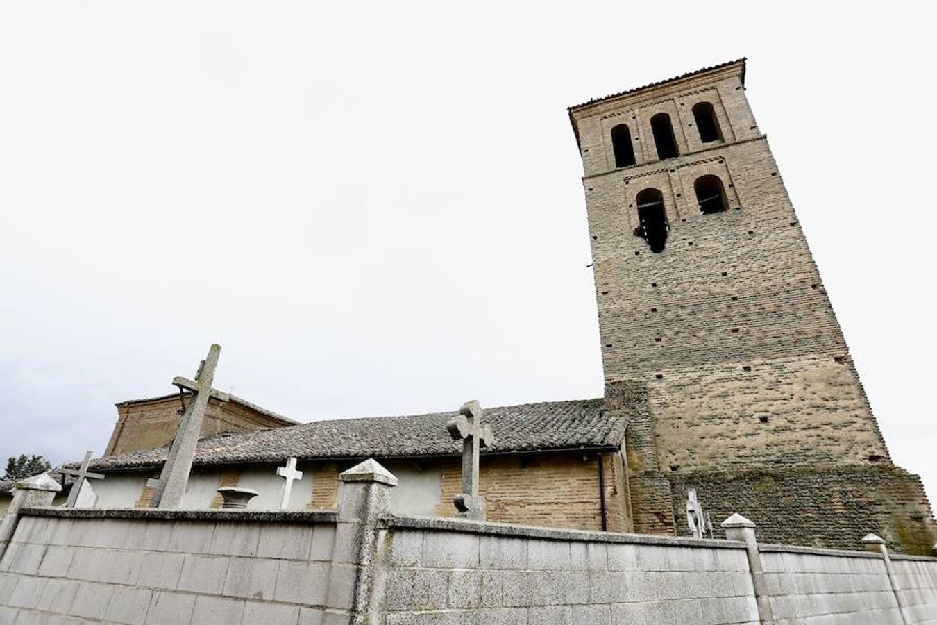 Intervención en el incendio del campanario en Villamol