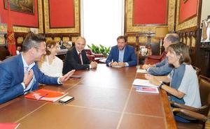 Ayuntamiento y UVA trabajarán para convencer a los alumnos de que hay «posibilidades de empleabilidad» en Valladolid