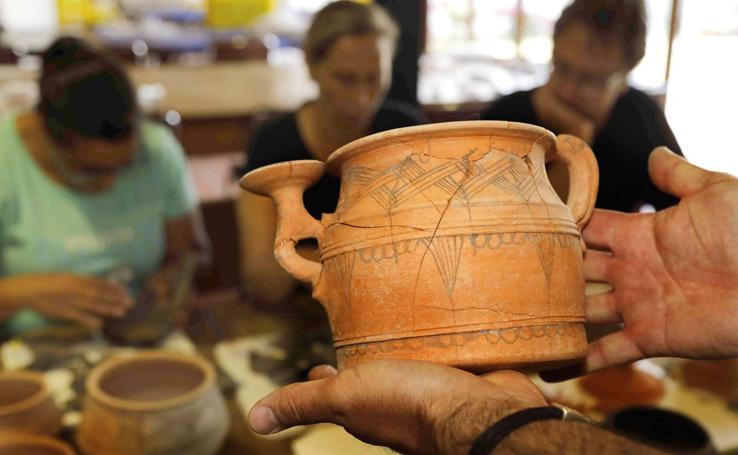 Un valioso conjunto de piezas de cerámica y un ajuar de guerrero, últimos hallazgos en Pintia