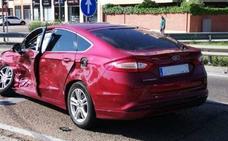 Un vehículo choca con otro al saltarse un semáforo en rojo en Valladolid