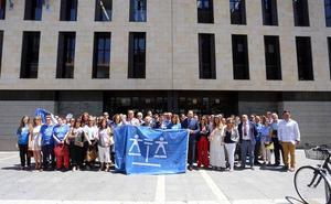 Decenas de abogados reivindican en Valladolid un Turno de Oficio digno y mejor retribución