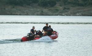 Buscan el cuerpo de un hombre que se precipitó al río Águeda en presencia de su hijo