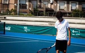 Iván Pérez cae en cuartos del Nacional Infantil de tenis