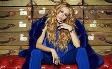 Paulina Rubio olvida la letra de una de sus canciones en mitad de un concierto
