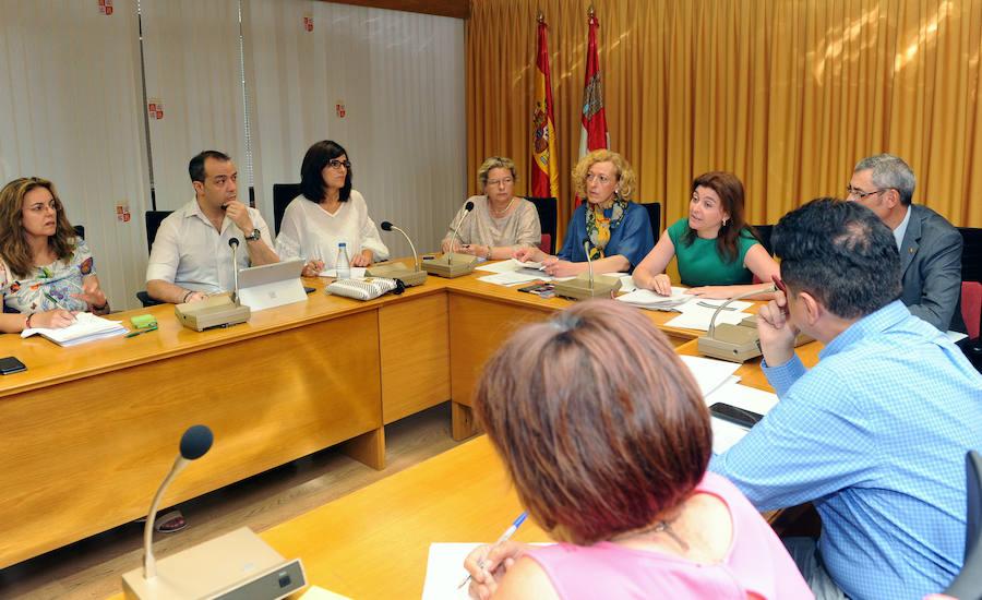 La Junta subirá en agosto las retribuciones de los empleados públicos al máximo permitido