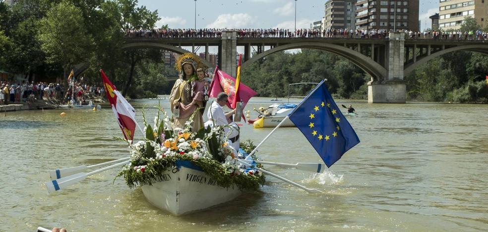 La Virgen del Carmen recorre el Pisuerga en su XIX procesión fluvial de Valladolid